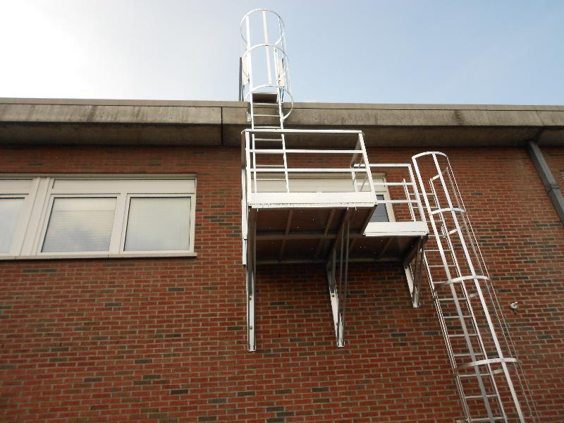 Escaliers et échelles de secours